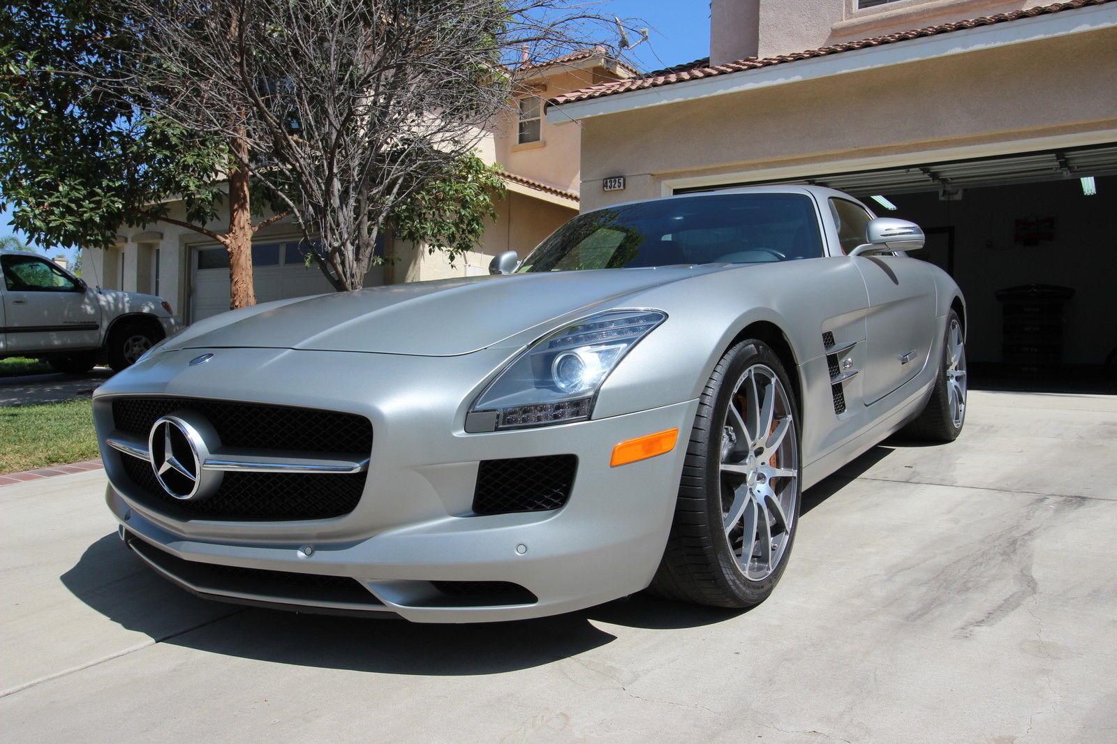 2011 mercedes benz sls amg coupe for sale for Mercedes benz sls amg for sale