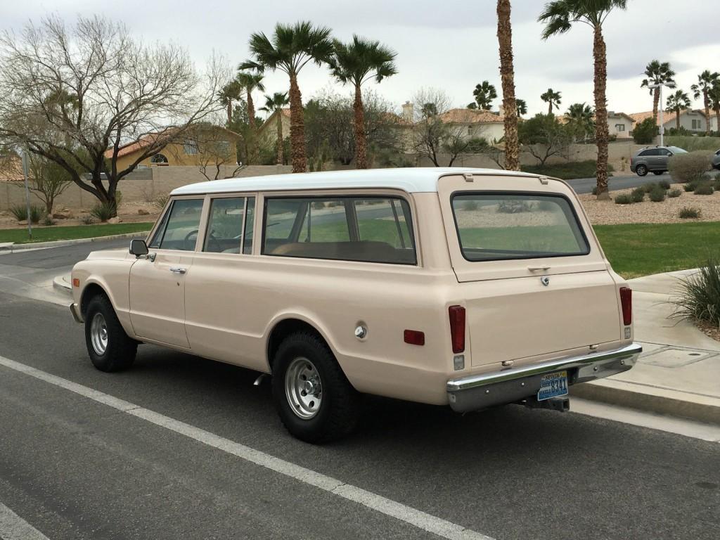 1970 GMC SUBURBAN 1/2 TON 2WD 350 V8