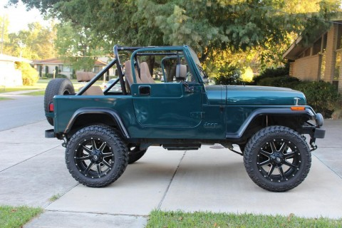 1989 Jeep Wrangler Sahara Sport 2 Door 4.2L 20″ Fuel Maverick Nitto Grappler for sale