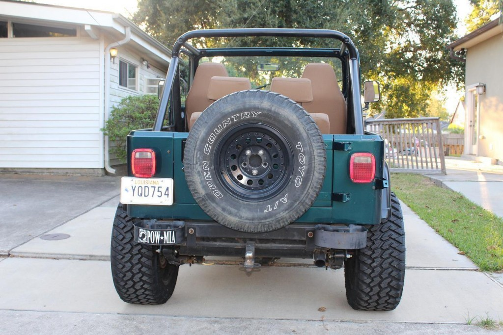 1989 Jeep Wrangler Sahara Sport 2 Door 4.2L 20″ Fuel Maverick Nitto Grappler